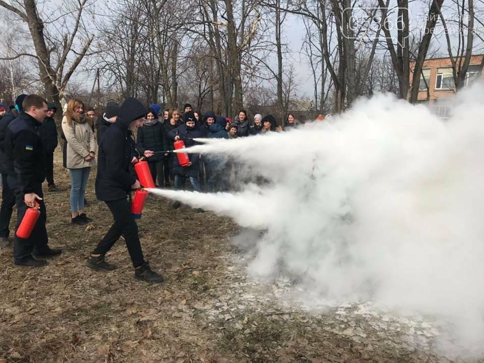 Школьники из села Потоки проходили практику тушения пожара, фото-3