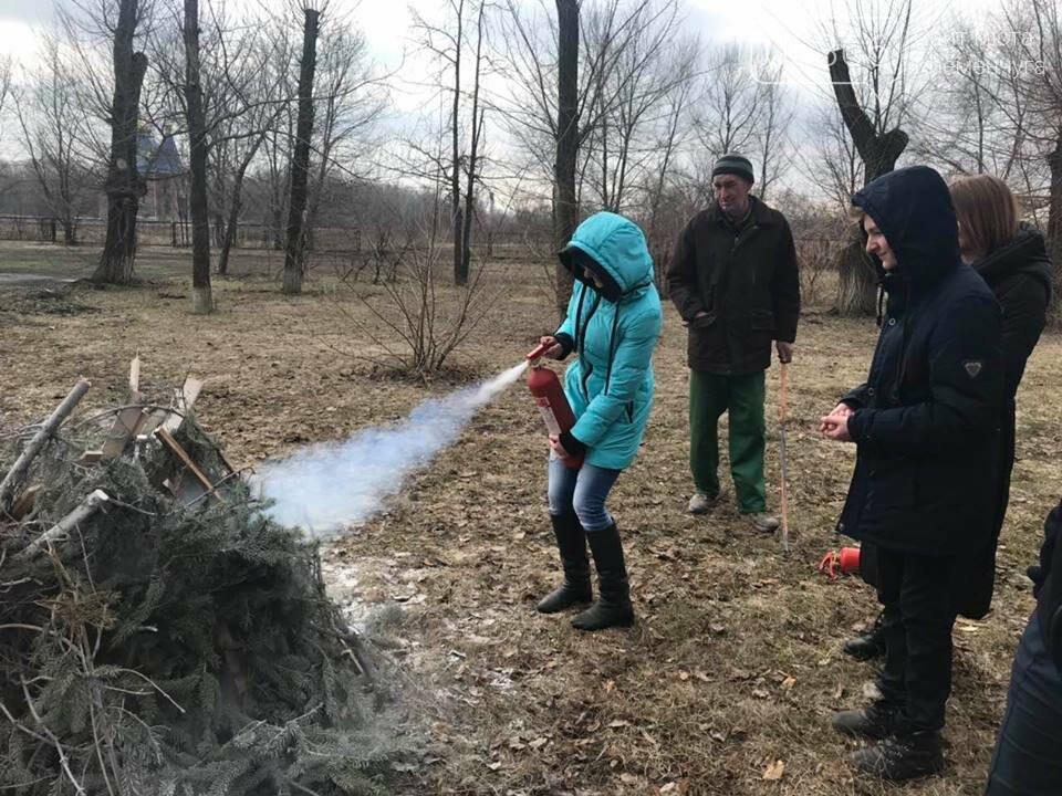 Школьники из села Потоки проходили практику тушения пожара, фото-6