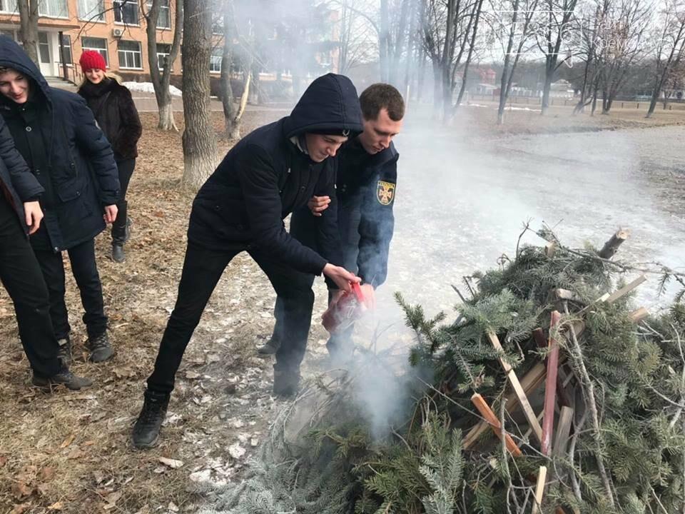 Школьники из села Потоки проходили практику тушения пожара, фото-7