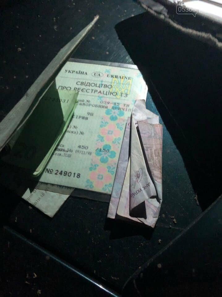 Поліцейським, які встояли перед спокусою взяти хабар, тепер дають премію - 1000 грн за кожен випадок, фото-8