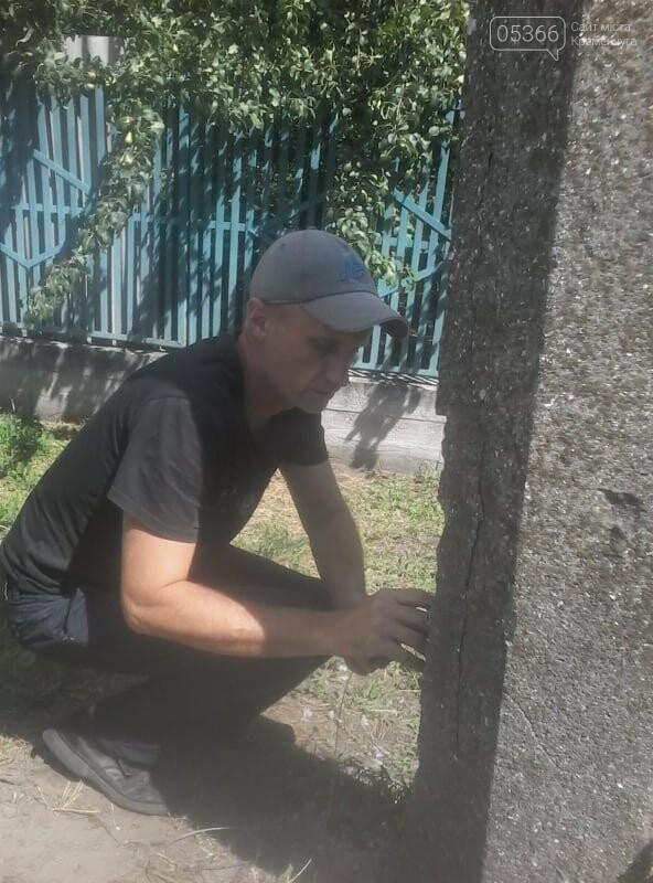 В Кременчуге щенка достали из столба, с глубины около 2 метров, фото-1
