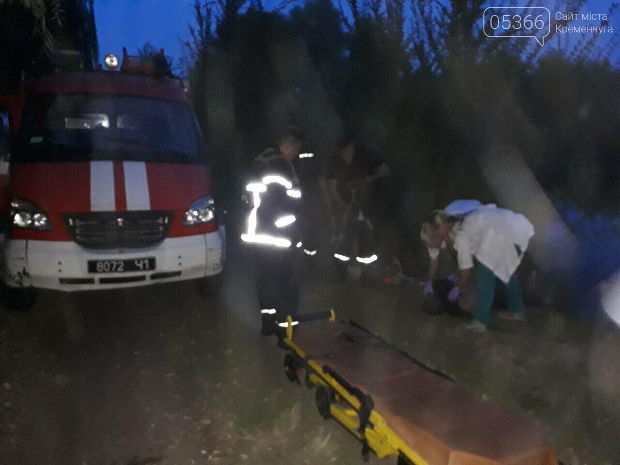 У Кременчуці, на Молодіжному, працівники ДСНС та медики рятували потопельника. Фото, фото-1