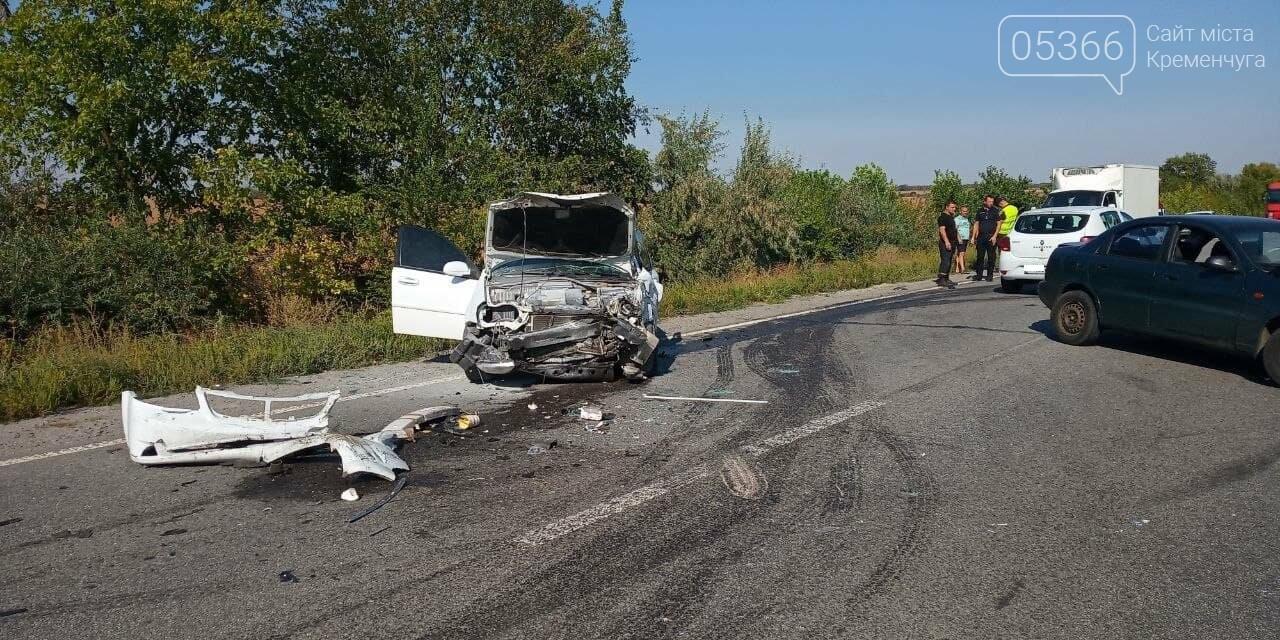 Під Кременчуком сталася страшна автомобільна аварія: троє потерпілих, фото-1