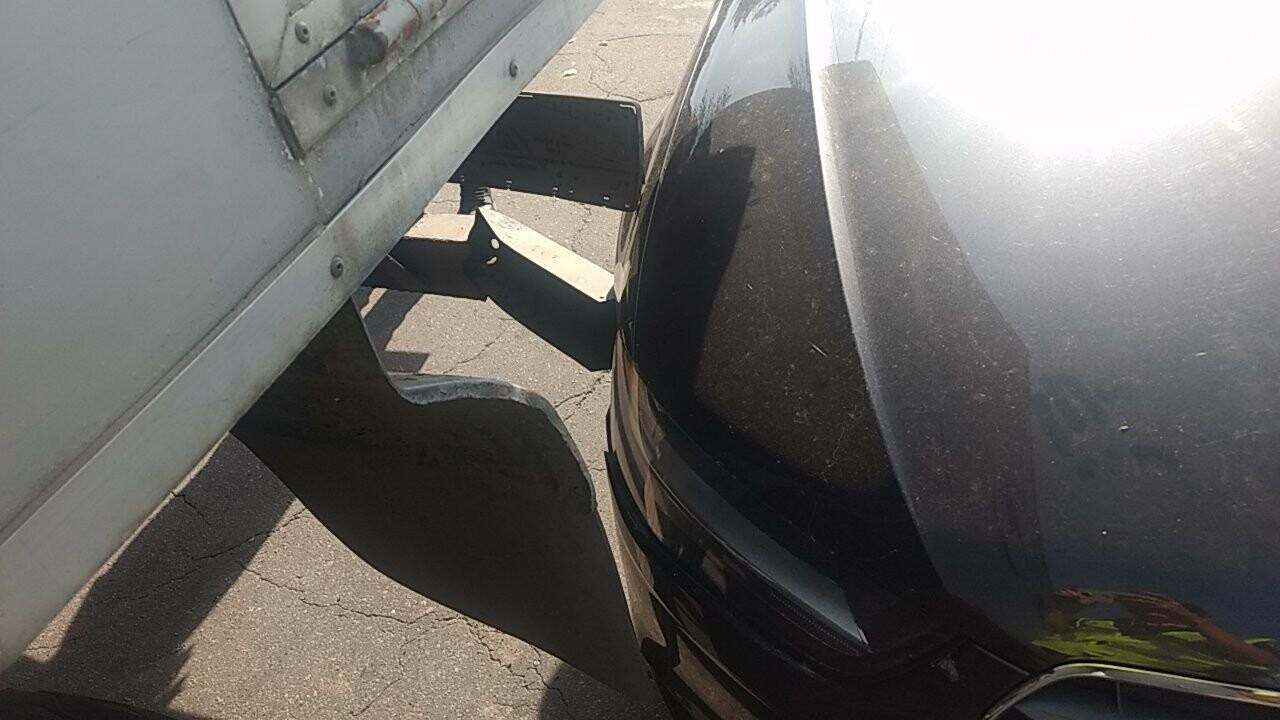 """У Кременчуці легковик не розминувся зі службовим автомобілем """"Міськсвітла"""", фото-2"""