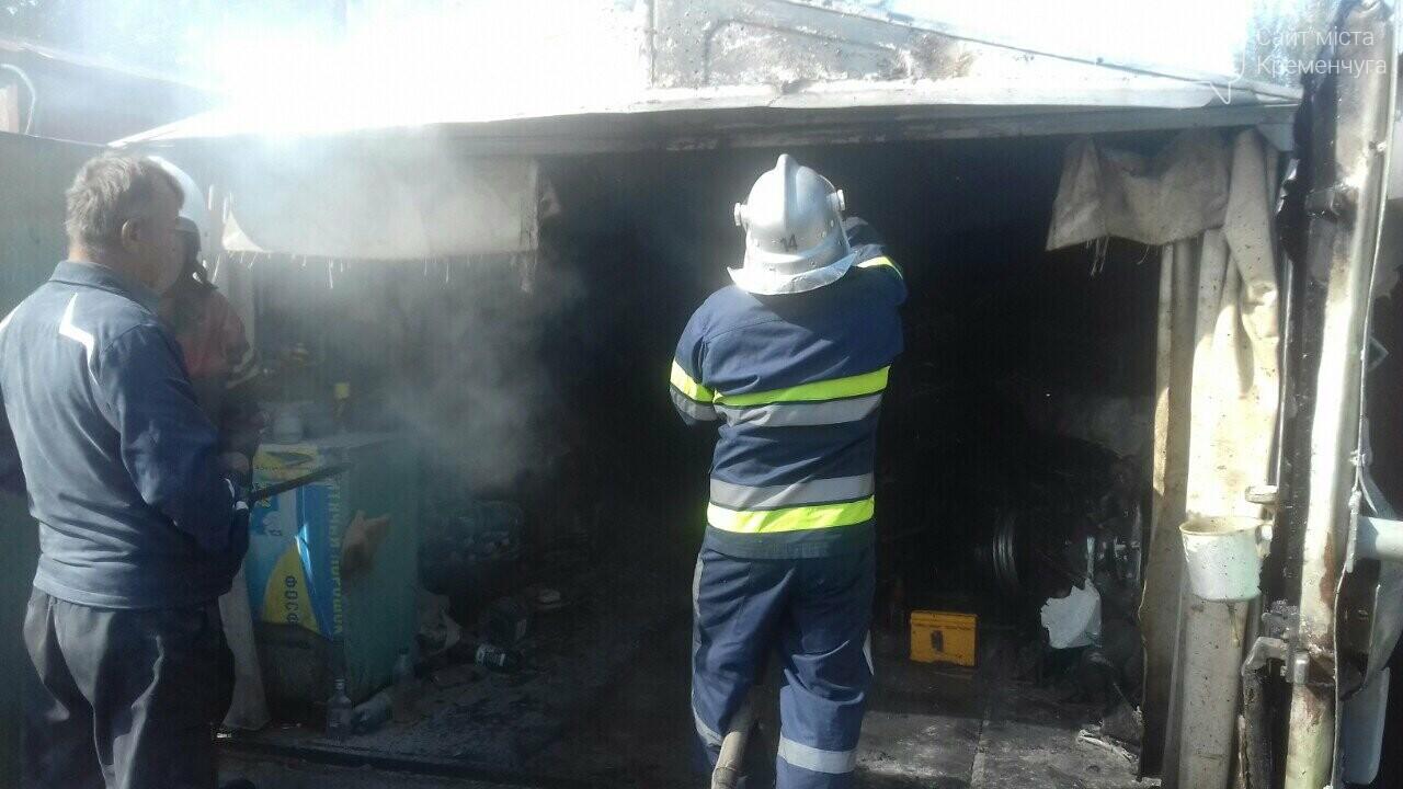 У Кременчуці рятувальники гасили пожежу в гаражному кооперативі. Фото, фото-1