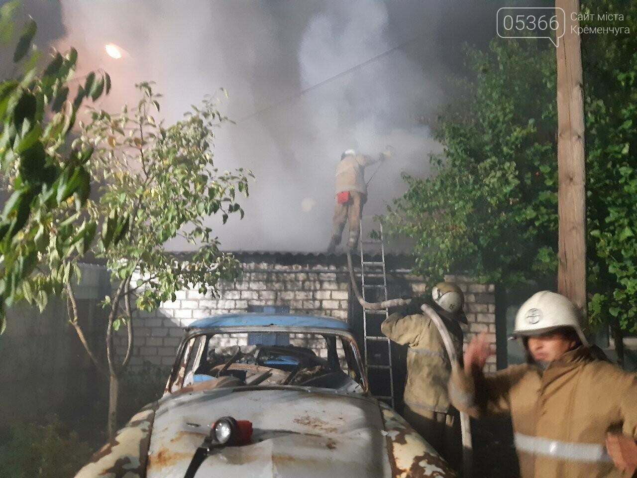 Кременчуцькі пожежники три години гасили вогонь у житловому будинку, фото-2