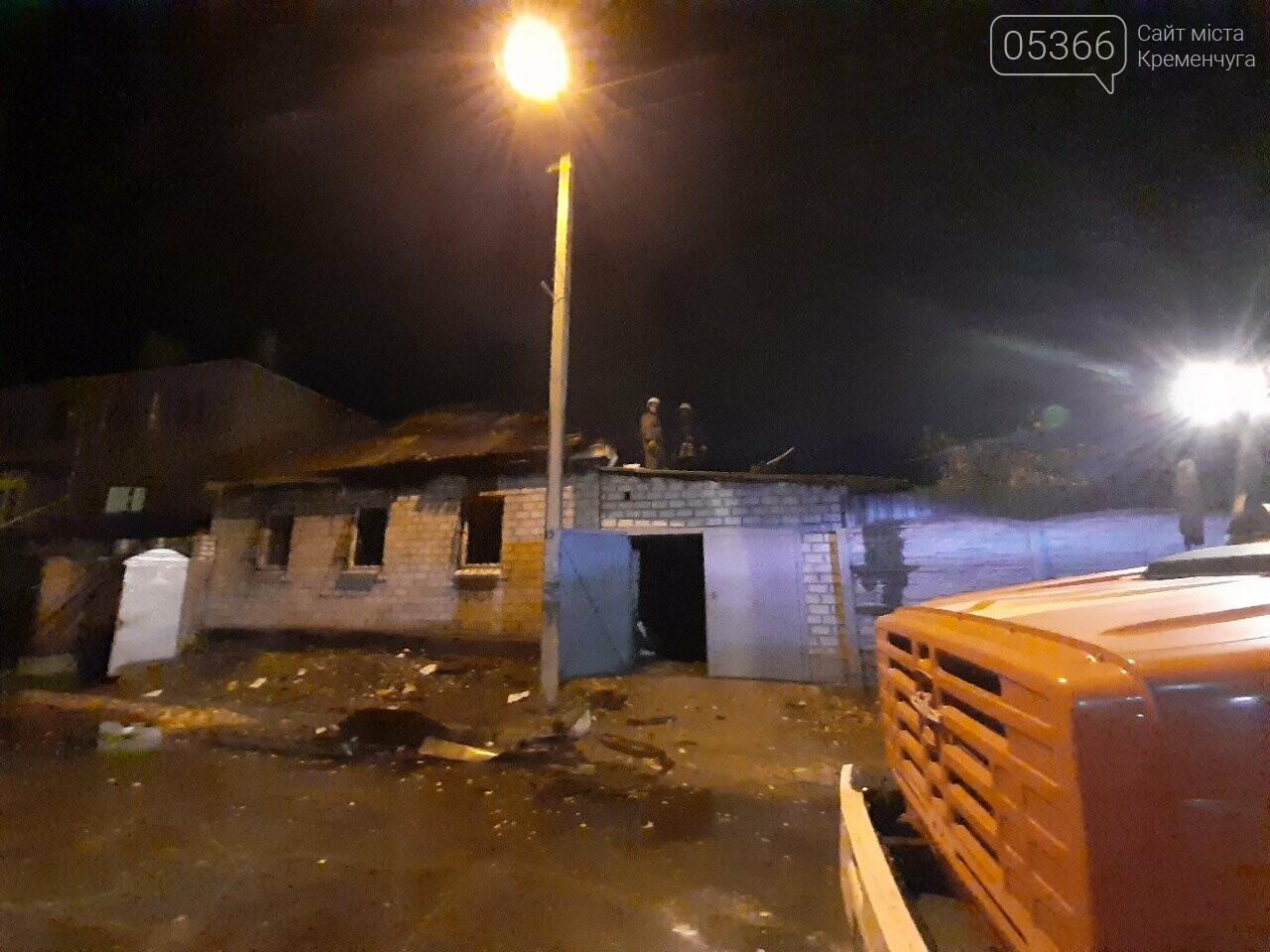 Кременчуцькі пожежники три години гасили вогонь у житловому будинку, фото-1