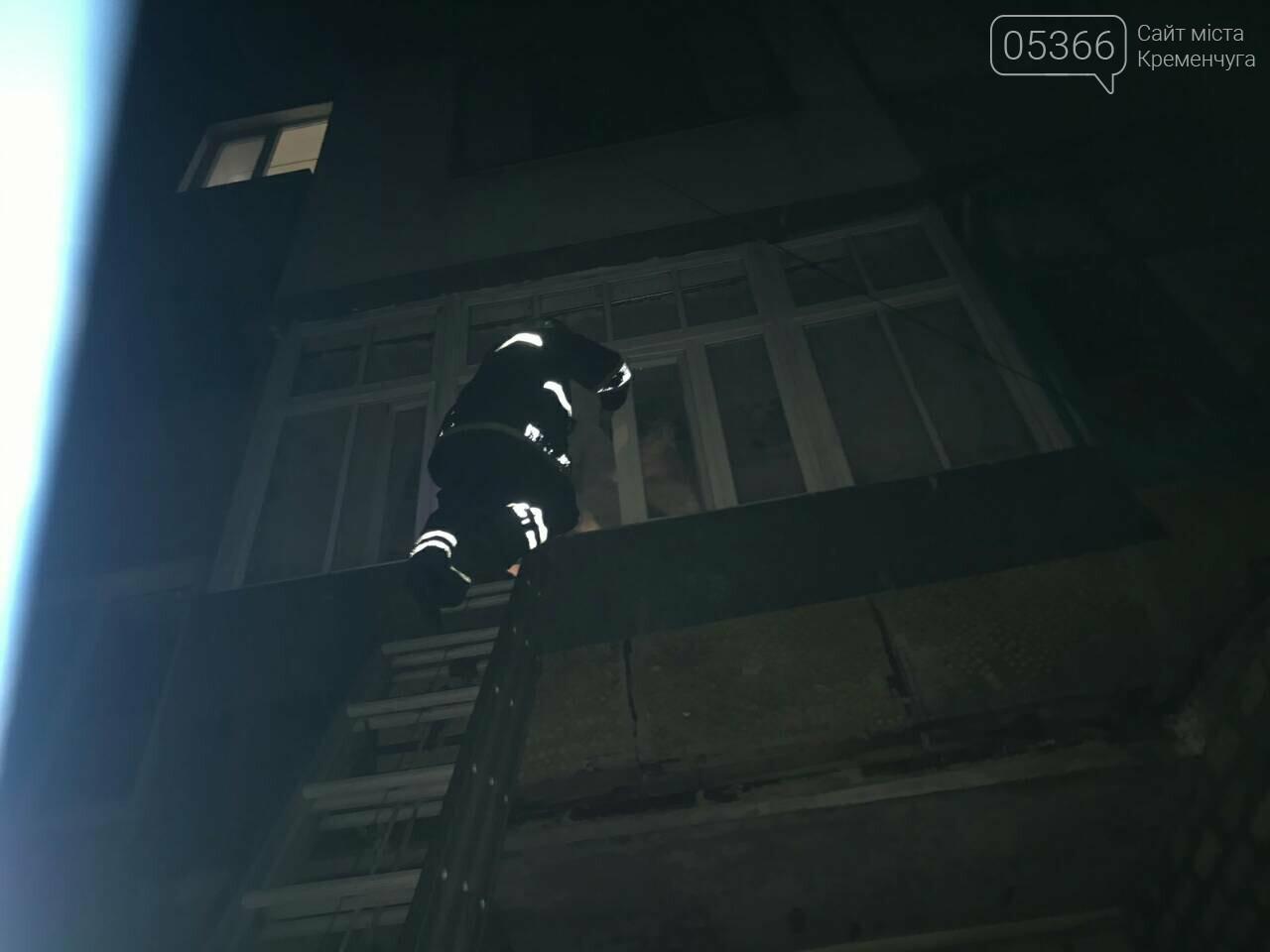 Кременчуцькі рятувальники відчиняли двері пенсіонеркам. Фото, фото-2