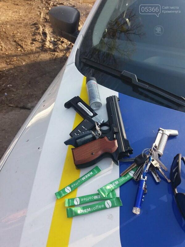 Біля суду в Полтаві затримали чоловіка зі зброєю та наркотичними речовинами, фото-3