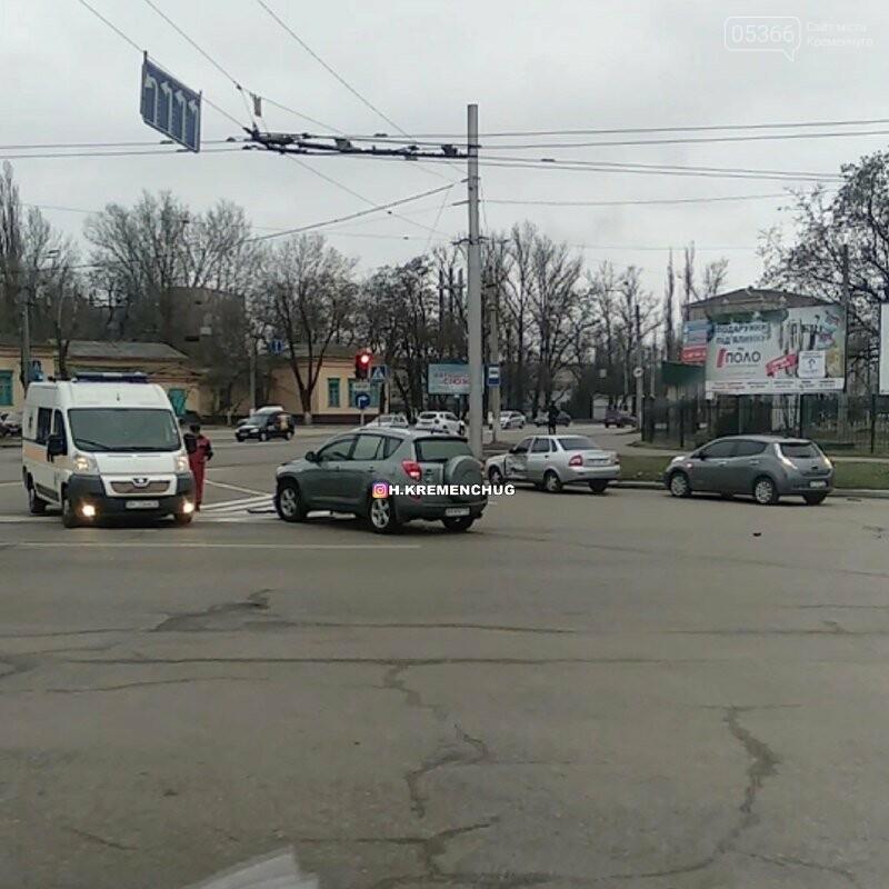 """У Кременчуці в районі електростанції сталася ДТП: чоловіка забрала """"швидка"""", фото-1"""
