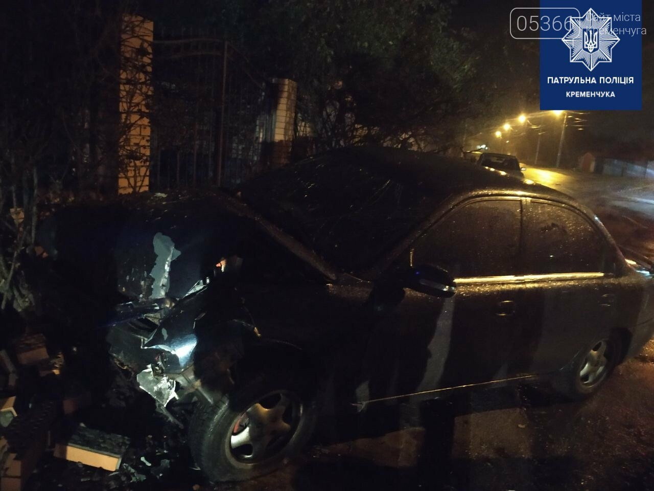 У Кременчуці п'яний водій на КІА розтрощив паркан. Фото, фото-2