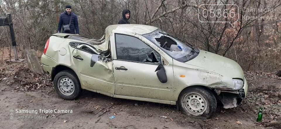 На дорозі з Кременчука до Горішніх Плавнів дві автівки злетіли у кювет, фото-2