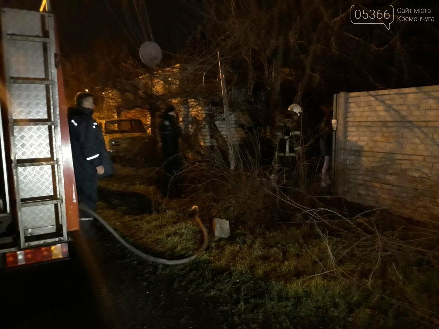 У Кременчуці пожежники гасили вогонь в будинку: пенсіонер отримав опіки, фото-1