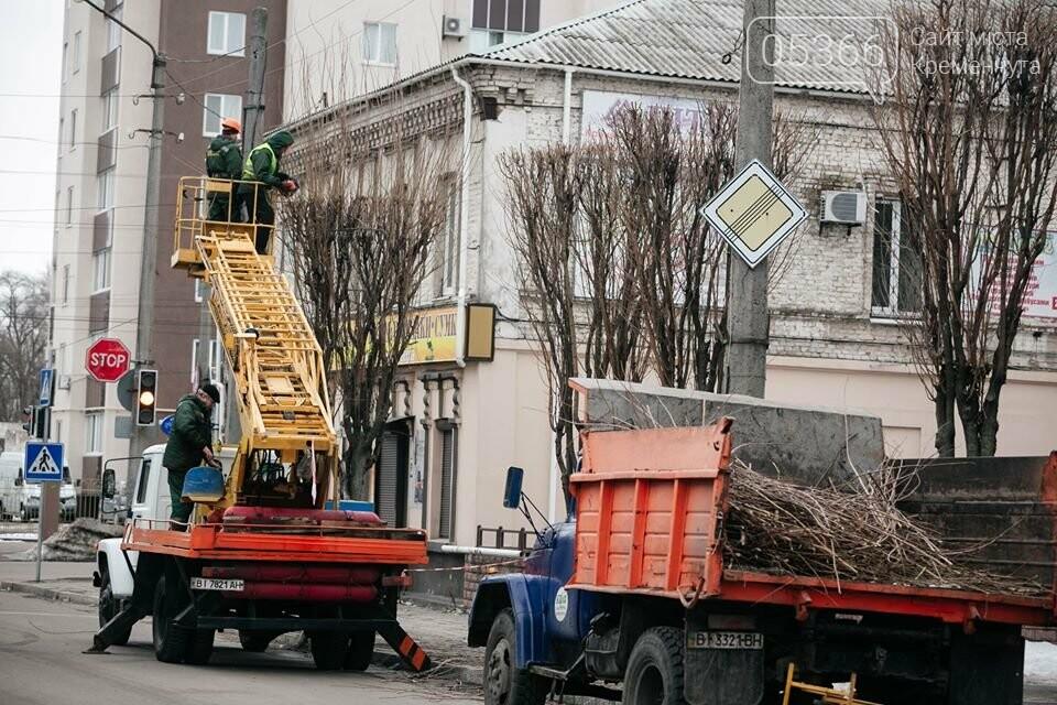 Комунальники змінюють благоустрій Кременчука: пиляють дерева та вивозять сміття, фото-1