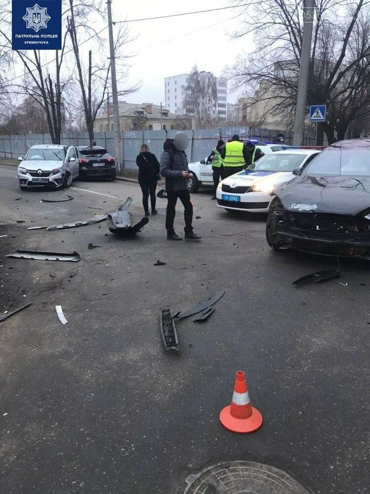"""У Кременчуці сталася потрійна ДТП за участю автомобіля """"Тесла"""", фото-1"""
