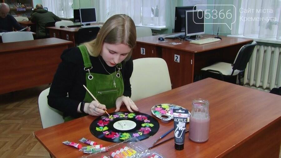 Квіткові та яскраві: молода кременчужанка Ольга розписує старі платівки , фото-1