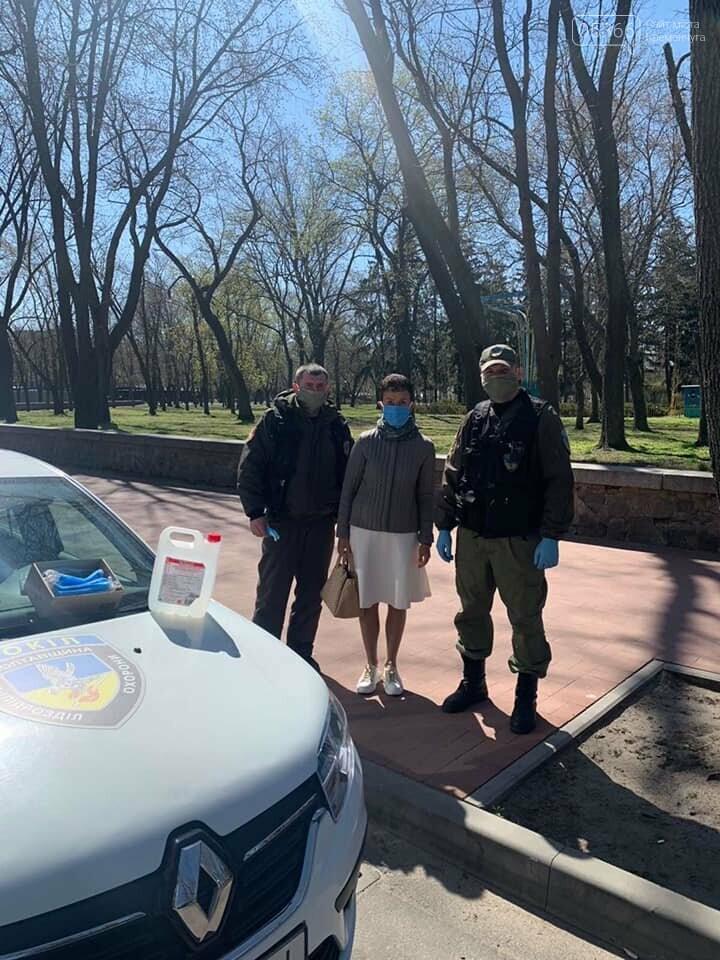 У Кременчуці охоронна агенція «Сокіл Гарант» роздає маски громадянам безкоштовно, фото-4
