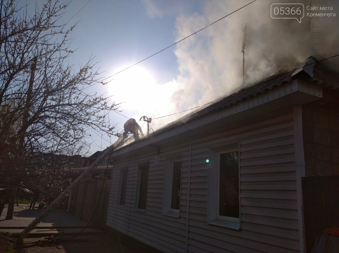 У Кременчуці спалахнула пожежа у приватному будинку на Сумській. Фото , фото-5