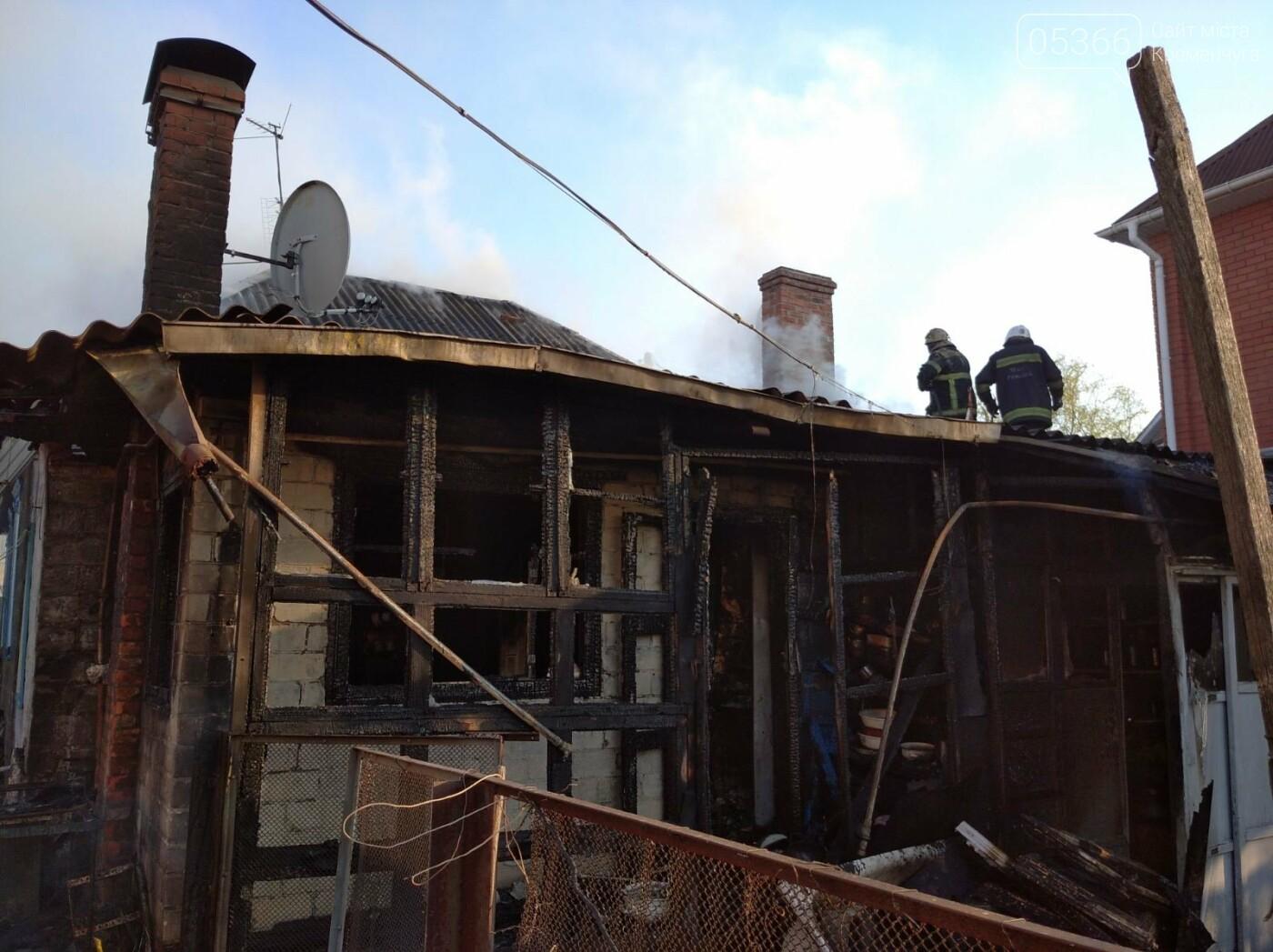 У Кременчуці спалахнула пожежа у приватному будинку на Сумській. Фото , фото-1