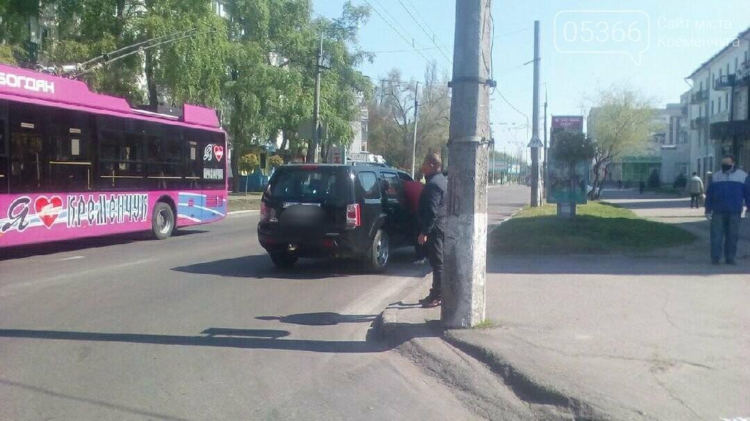У Кременчуці сталася ДТП на перехресті Першотравнева та Гагаріна: пасажира автівки госпіталізовано, фото-1