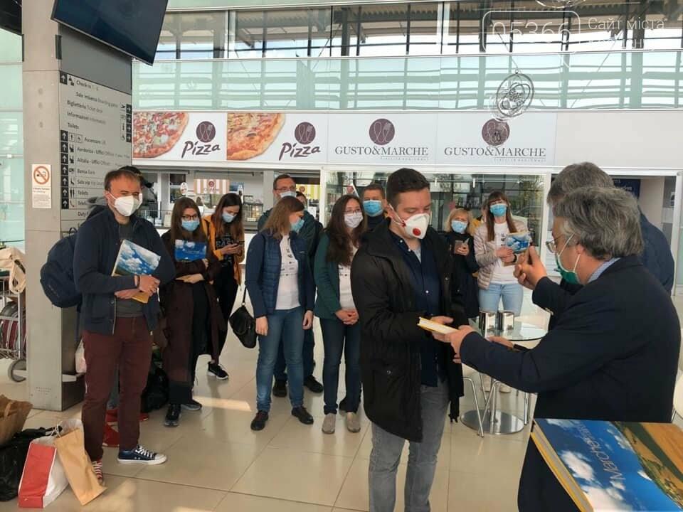 Українські лікарі повертаються додому з відрядження в Італії. Фото, фото-1