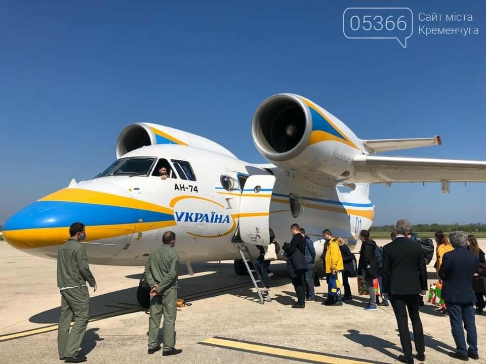 Українські лікарі повертаються додому з відрядження в Італії. Фото, фото-5