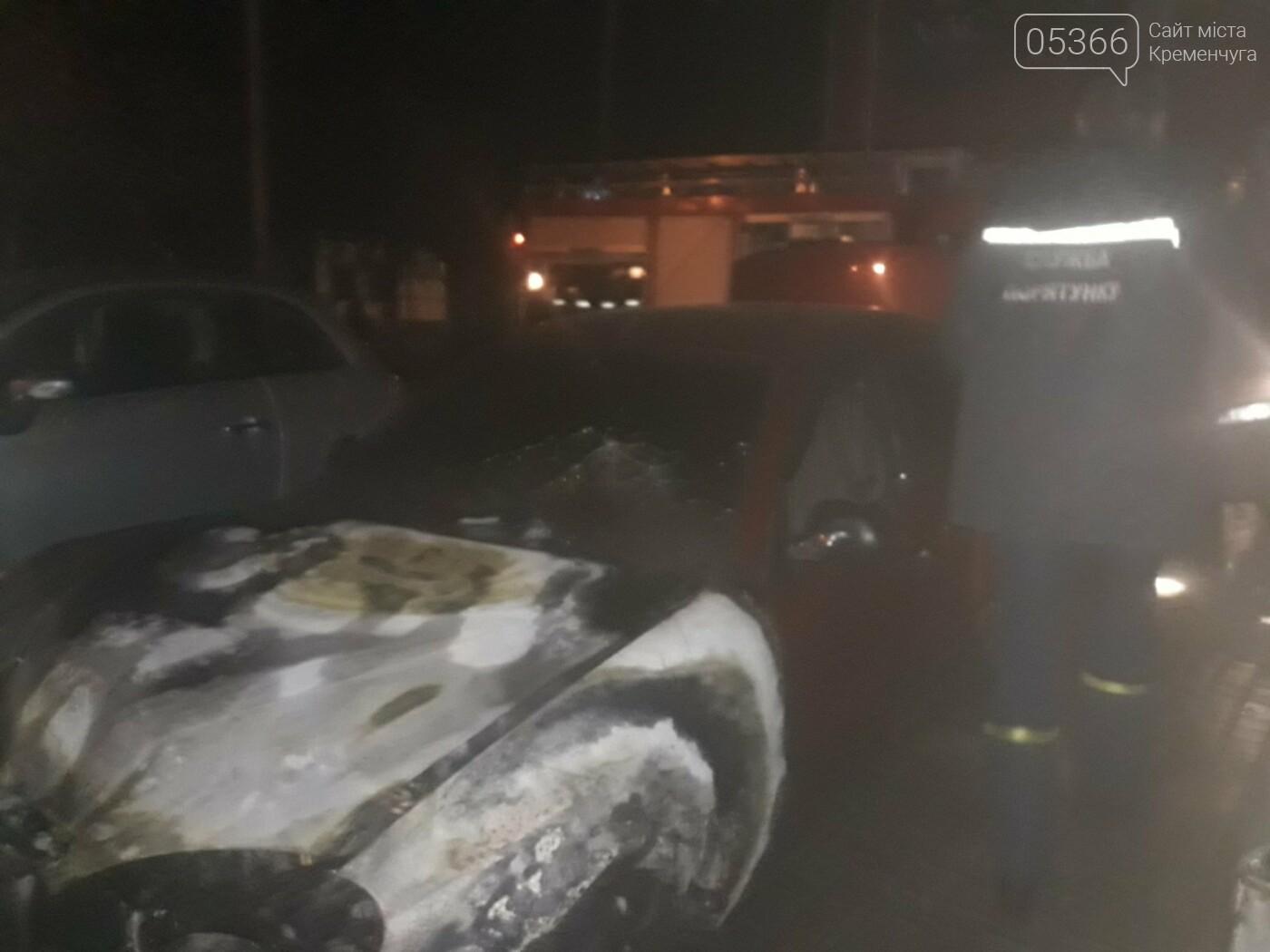 Автомобільна пожежа: у Кременчуці вночі згоріли три легковики, фото-3