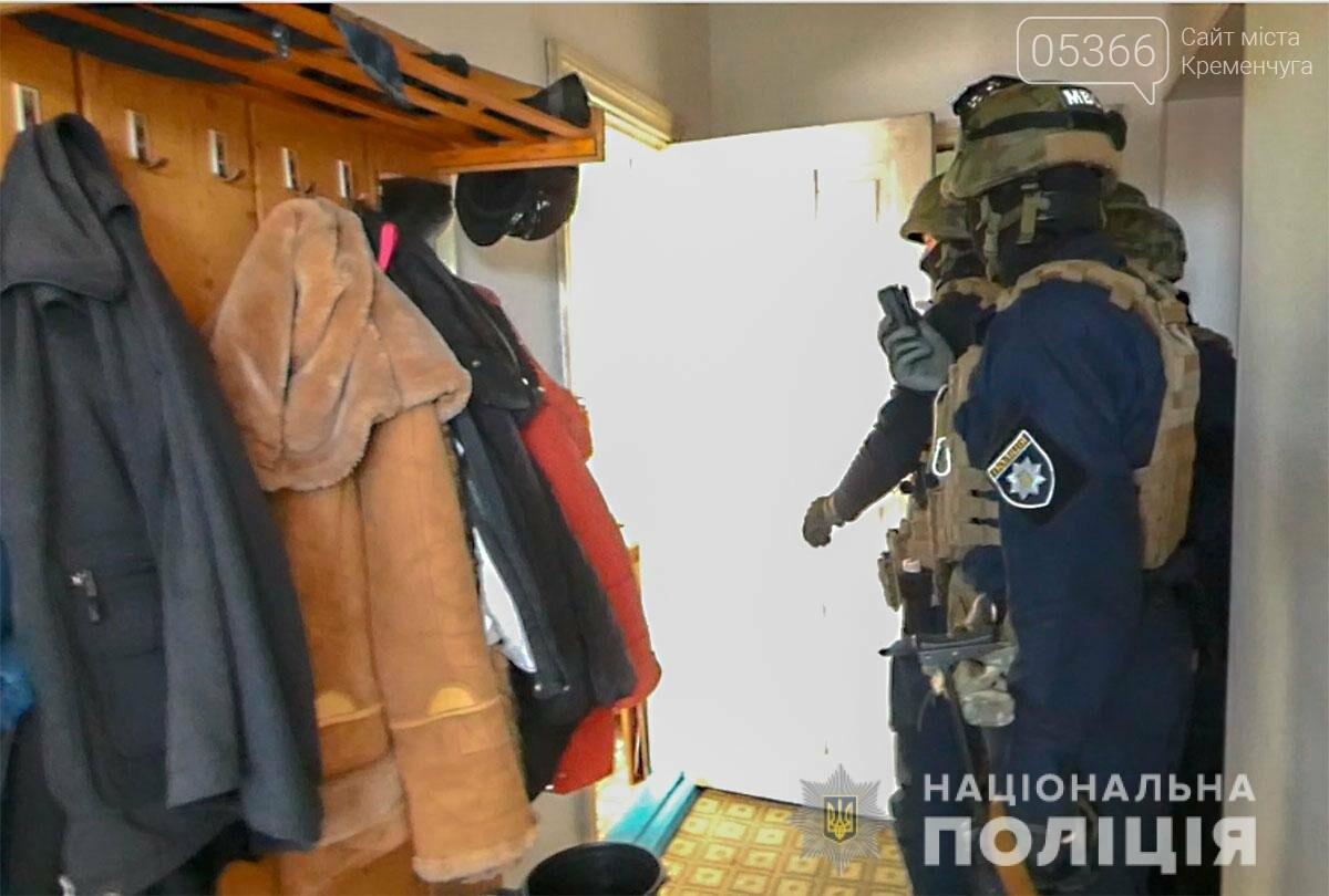"""""""Вибивали"""" борги та здавали у трудове рабство: у Горішніх Плавнях поліціянти затримали підозрюваних  , фото-1"""