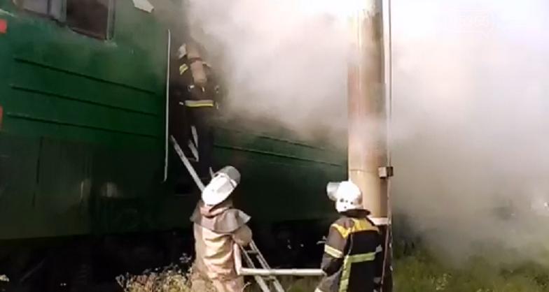 У Кременчуці загорівся локомотив електрички: ДСНС гасили пожежу , фото-1
