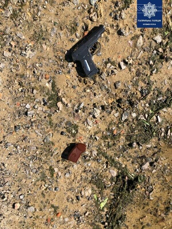 У Кременчуці чоловік розгулював пляжем з пістолетом, в Горішніх Плавнях - з ножем, фото-3