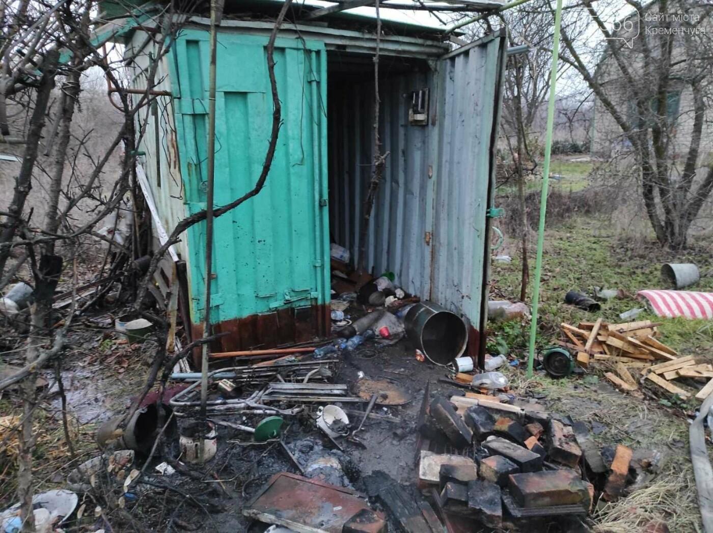 Біля Кременчука горів вагончик на дачі. Фото, фото-3