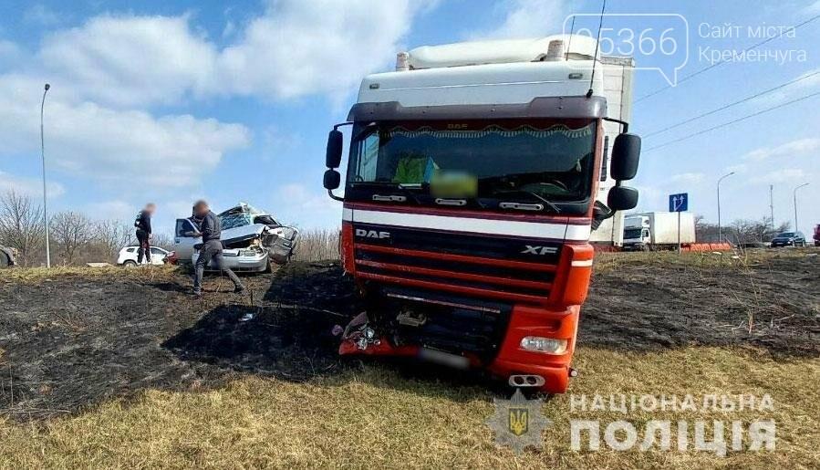 Легковик зіткнувся з вантажівкою: на Полтавщині в ДТП загинув водій , фото-2