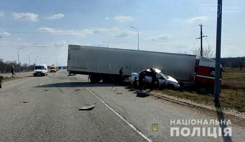 Легковик зіткнувся з вантажівкою: на Полтавщині в ДТП загинув водій , фото-1
