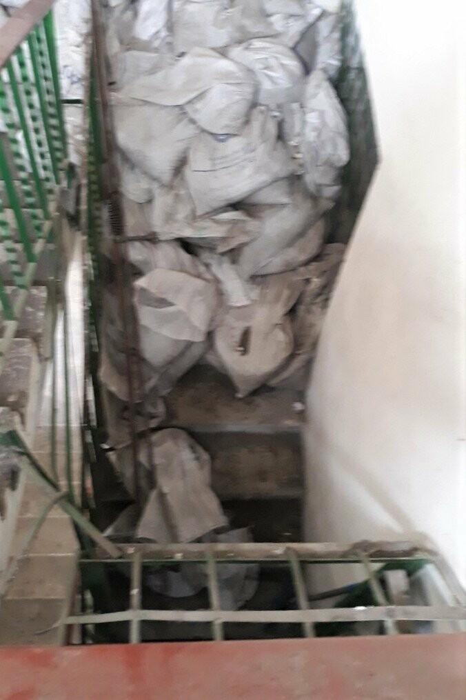 Меблі, будівельне сміття, одяг: чому не можна зберігати це у підвалах і на горищах, фото-2