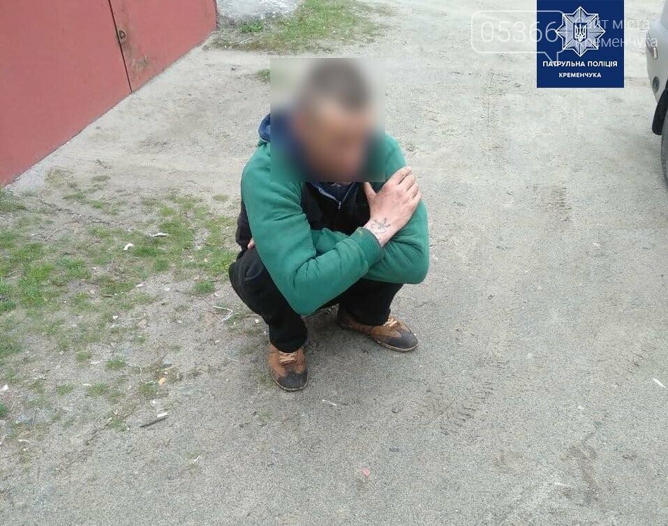 У Кременчуці патрульні затримали чоловіків із частинами металевої огорожі, фото-1