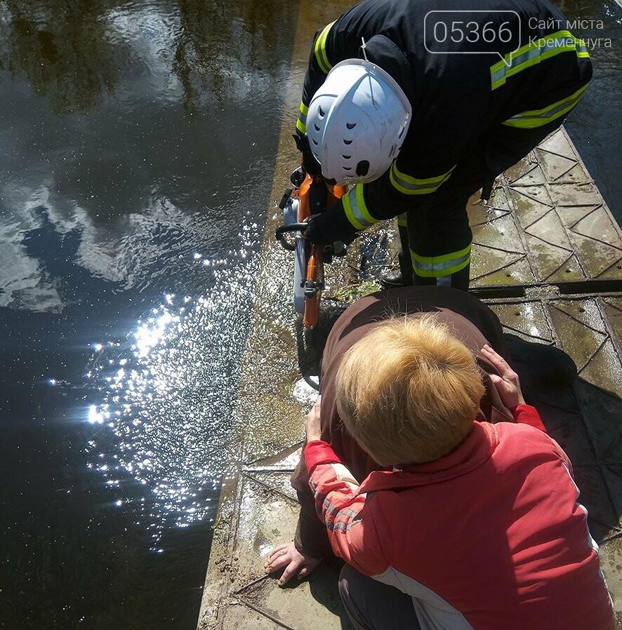 На Полтавщині працівники ДСНС рятували жінку на мосту, фото-1