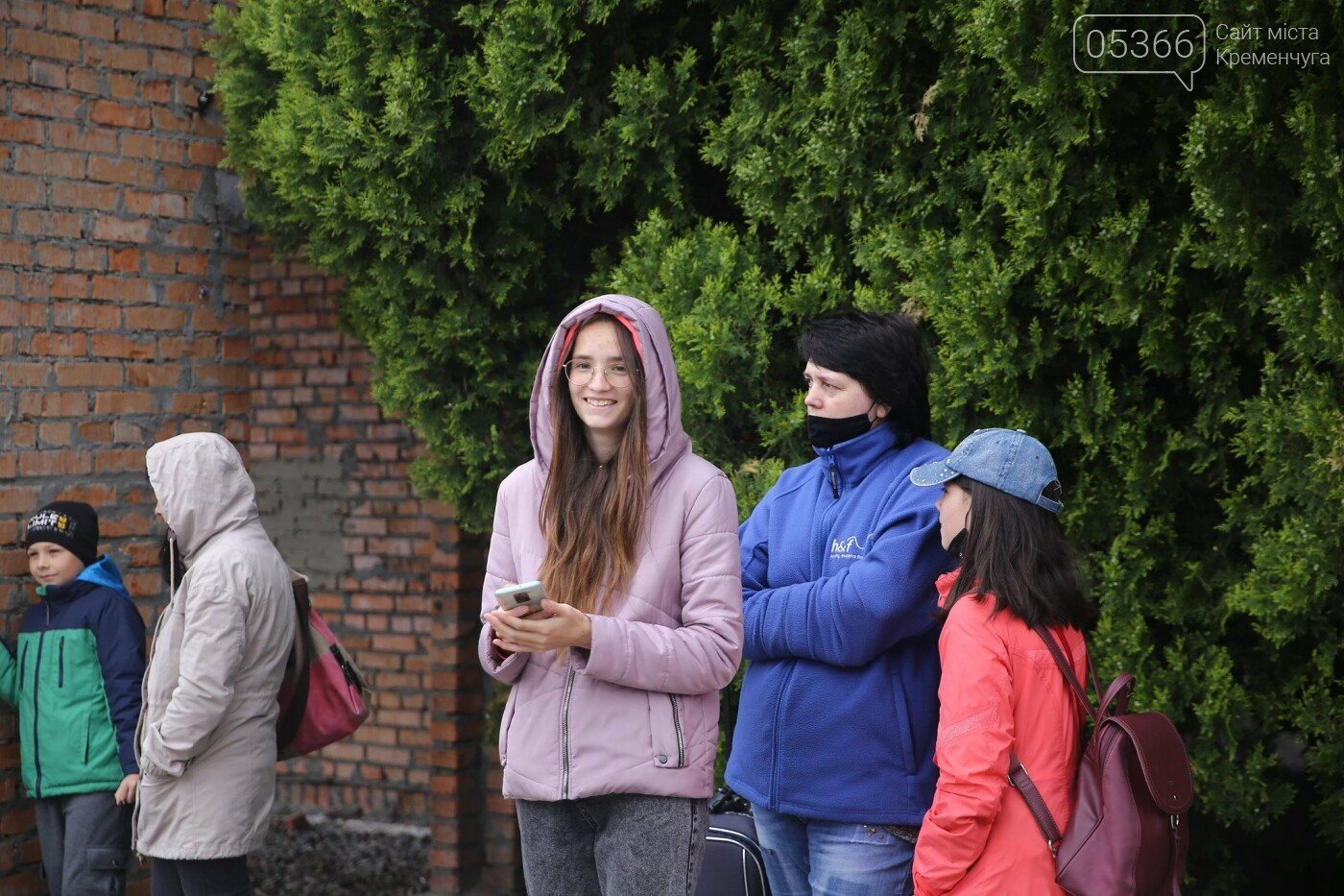 """У літній табір стукаючи зубами від холоду: сьогодні дітей відправляють до """"Зоряного"""". ФОТО, фото-4"""