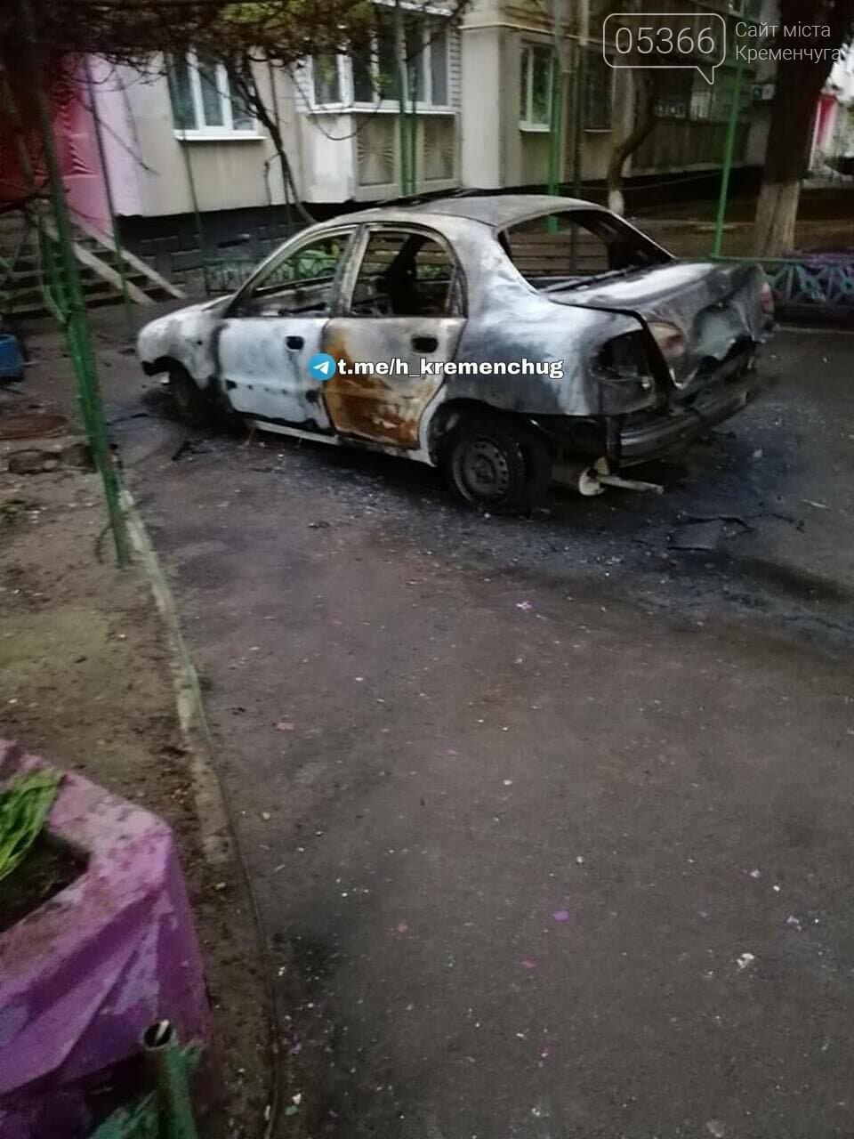 Невідомі особи вночі ходили по Кременчуку та били автівки, одну навіть спалили. Відео, ФОТО , фото-5