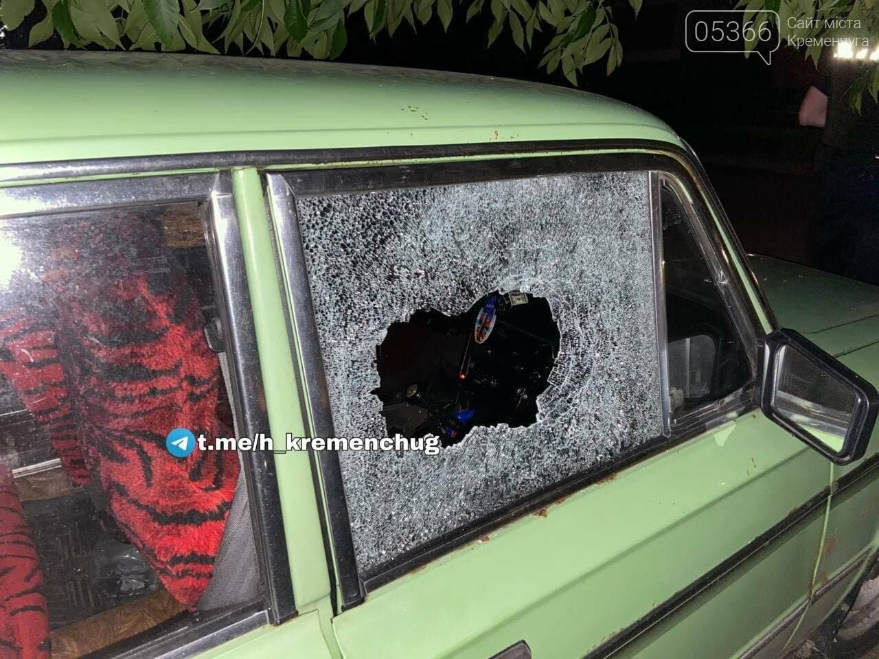Невідомі особи вночі ходили по Кременчуку та били автівки, одну навіть спалили. Відео, ФОТО , фото-1