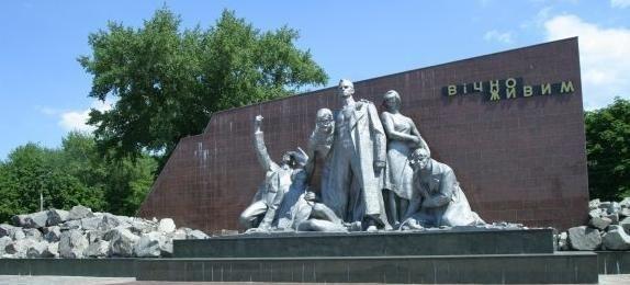 Реконструкція меморіалу «Вічно живим» завершиться до кінця жовтня, фото-1