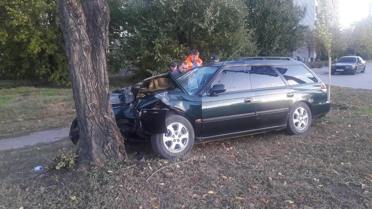 В Кременчуге водитель съехал с дороги и врезался в дерево (ФОТО), фото-3