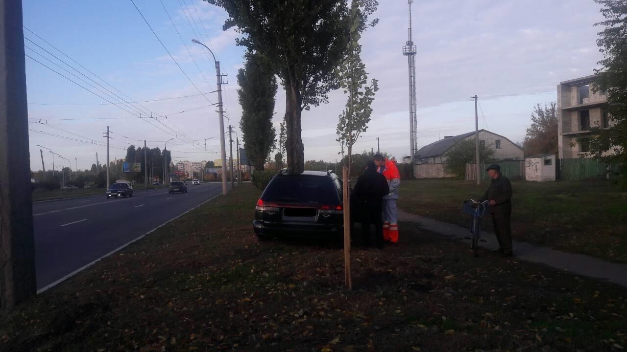 В Кременчуге водитель съехал с дороги и врезался в дерево (ФОТО), фото-4