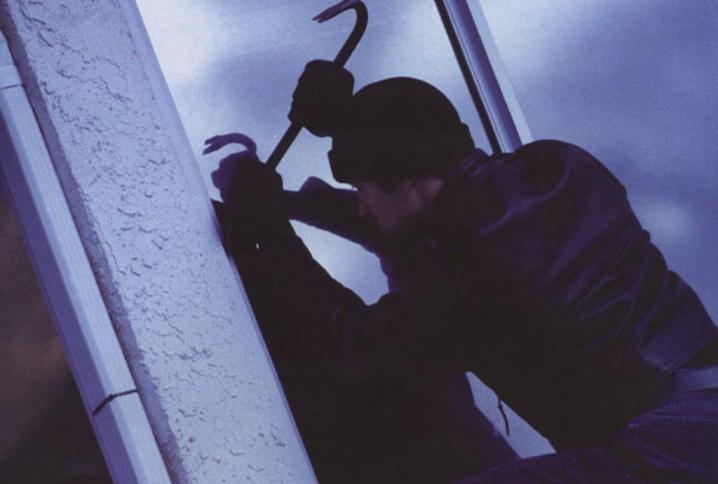 Кременчуцькі крадії на вулиці Івана Мазепи наживилися на 13 тисяч гривень, фото-1