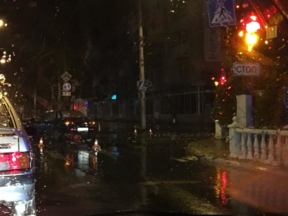 В Кременчуге во время дождя на перекрёстке столкнулись легковушки (ФОТО), фото-1
