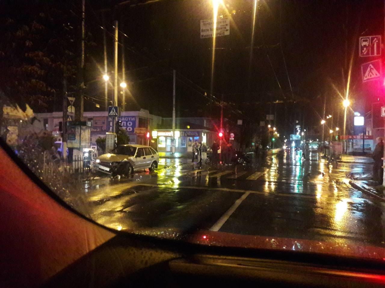 В Кременчуге во время дождя на перекрёстке столкнулись легковушки (ФОТО), фото-2