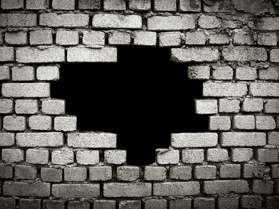 У Кременчуці злодії витягли дорогі колеса через дірку в стіні, фото-1