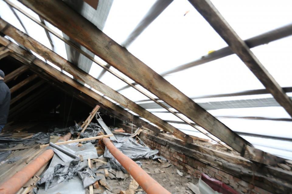 В Кременчуге жилой дом в такое ненастье остался без кровли (ФОТО), фото-3