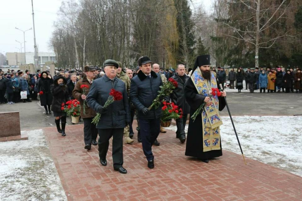 У Кременчуці відбувся мітинг до Дня вшанування учасників бойових дій на території інших держав (фото), фото-1
