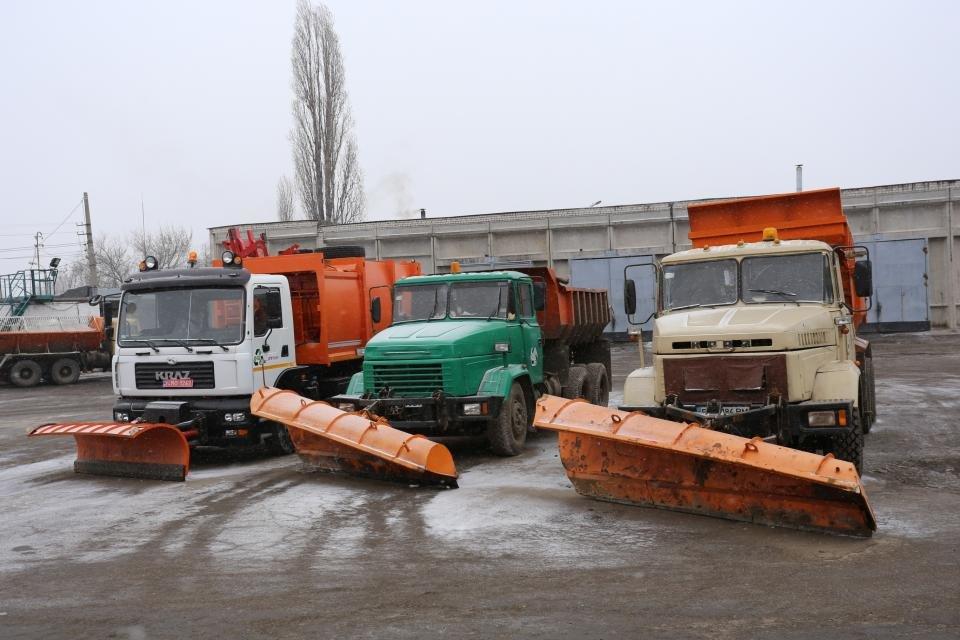 Кременчуцькі комунальники розчищають дороги від снігу (фото та відео), фото-1
