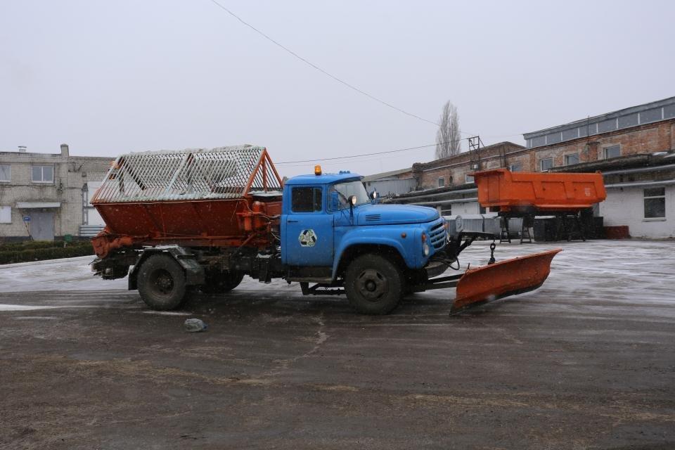 Кременчуцькі комунальники розчищають дороги від снігу (фото та відео), фото-5